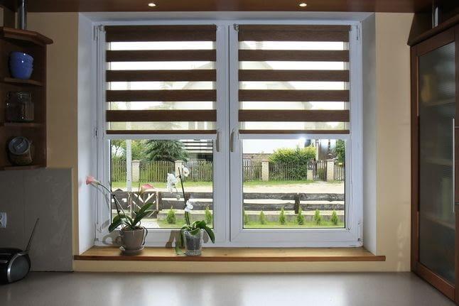 Жалюзи или рулонные шторы: что лучше для кухни?