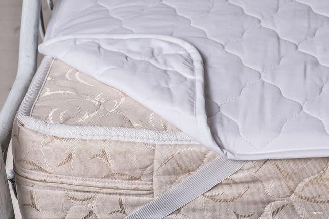 Какой наматрасник лучше выбрать для кровати?