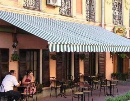 Маркизы в летних кафе – из чего сделать самостоятельно: популярные виды тканей
