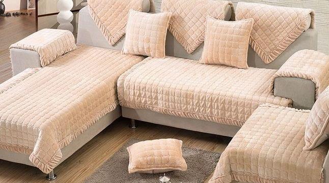 Какое покрывало защитит угловой диван от пятен и загрязнений?