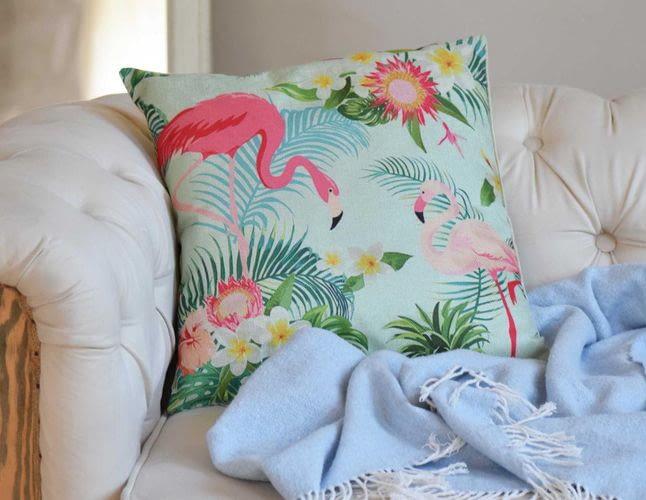 Декоративні наволочки для подушок: з якої тканини кращі?