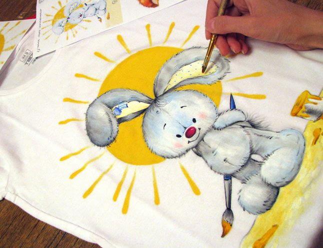 Какая краска подходит для рисования на футболках?
