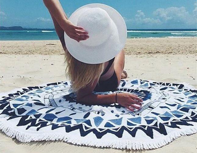 Як правильно вибрати тканину для покривала на пляж і пікнік?