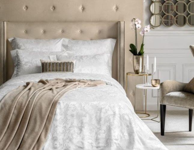 Белье из шелка – зачем: особенности ткани, плюсы и минусы, как сохранить постель блестящей